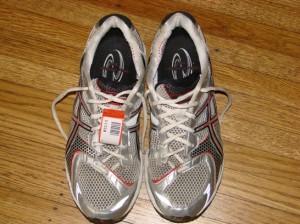 Maratonu pieveikušais ASICS Kayano ar agrāk neredzētu čipu