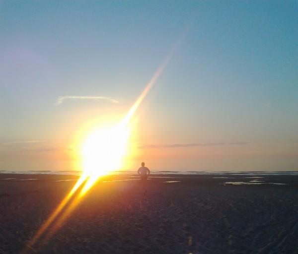 skrējiens saulrietā jūrmalā - viens no pirmajiem skrējieniem pēc skriešanas atsākšanas 2011.g. pavasarī, prieks par brīvības sajūtu, spēju atkal skriet un kustēties