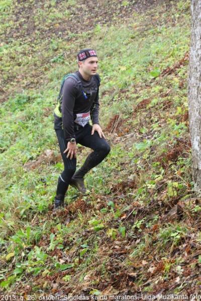 Siguldas kalnu maratons, cīnoties ar Kaķīškalnu. Foto – Uldis Muzikants