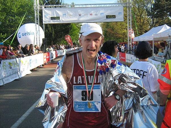 Viktors Suborins (61g.) 2012. gada 22. aprīlī Itālijā finišē 100km distanci 9:49:33