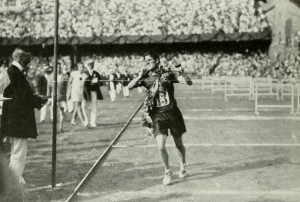 1912_Athletics_men's_marathon_-_Kenneth_McArthur2