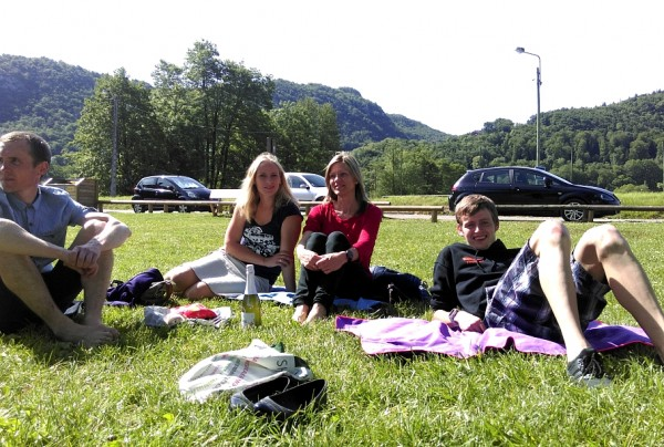 Pikniks pie ezera