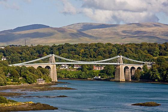 Menai tilts