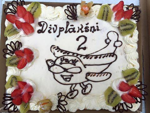 Divplākšņu jubilejas kūka