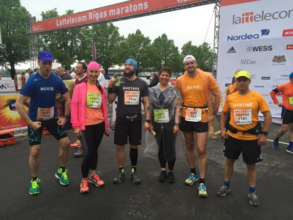 """Te lieliskā """"Mans pirmais maratons"""" komanda pirms starta"""