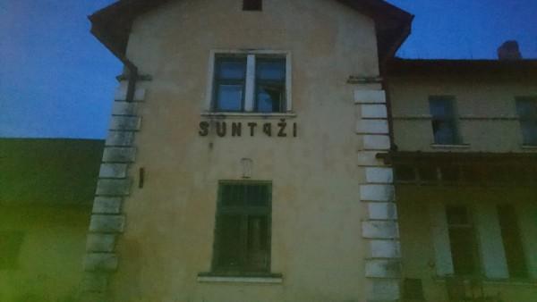 Suntažu stacijas ēka