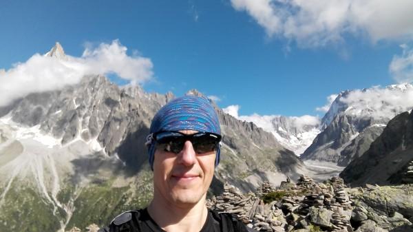 Selfijs ar kalniem.