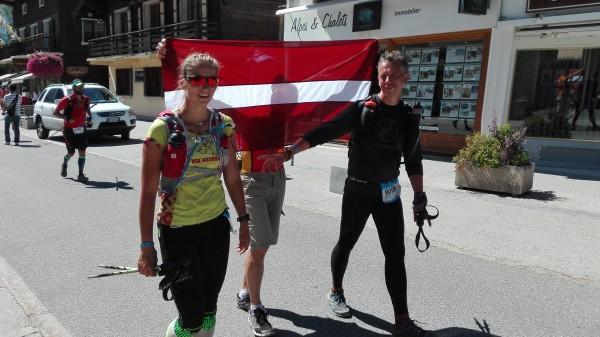 Lauma un Toms finiša taisnē.