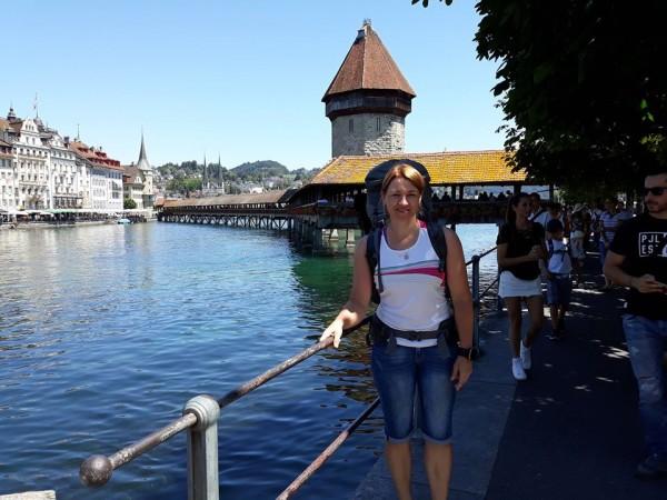 Standarta kadrs ar skaisto Lucernas tiltu.