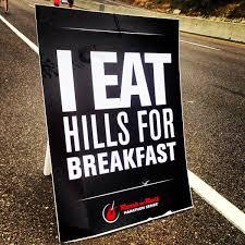 Ēdu kalnus brokastīs.