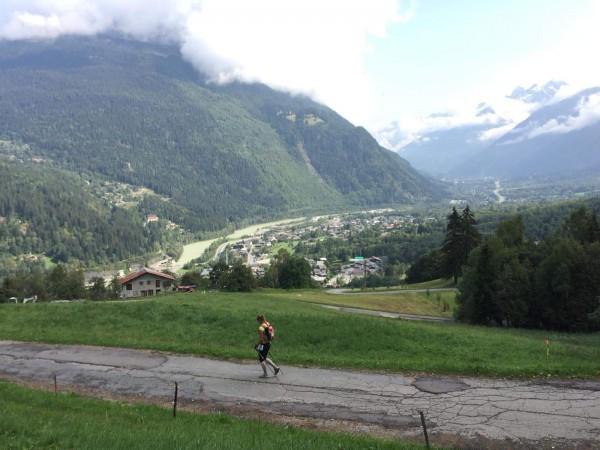 Tur lejā ir Lex Houches kontrolpunkts, aiz upes kreisajā pusē pēdējie 8km līdz finišam